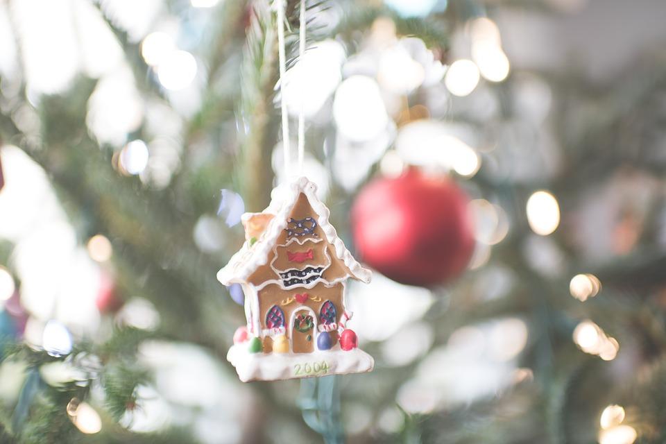 Addobbi Natalizi A Forma Di Dolci.Come Addobbare L Albero Di Natale 4 Consigli Rotex