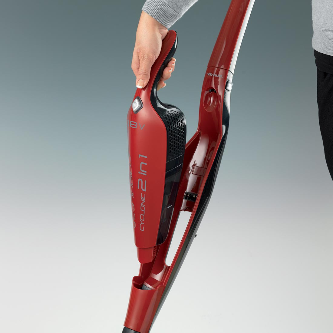 Ariete aspirapolvere scopa elettrica cordless evo 2 in 1 for Ariete evo 2 in 1 cordless
